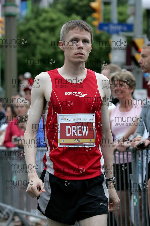 (Ottawa, ON --- May 30, 2010)   STEPHEN DREW prepares to run in the marathon during the Ottawa Race Weekend. Photograph copyright Sean Burges / Mundo Sport Images