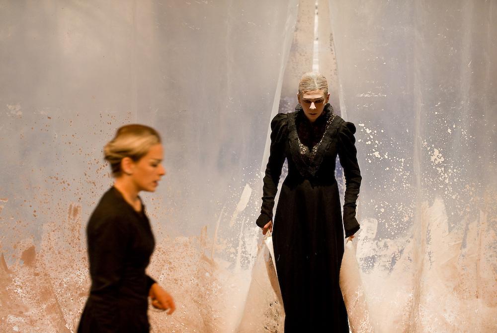 F. M. Dostoevsky: The Devils, directed by: István Albu. Hungarian Theatre ogf Cluj - F. M. Dosztojevszkij: Ördögök, rendez?: Albu István. K.Á.M.SZ
