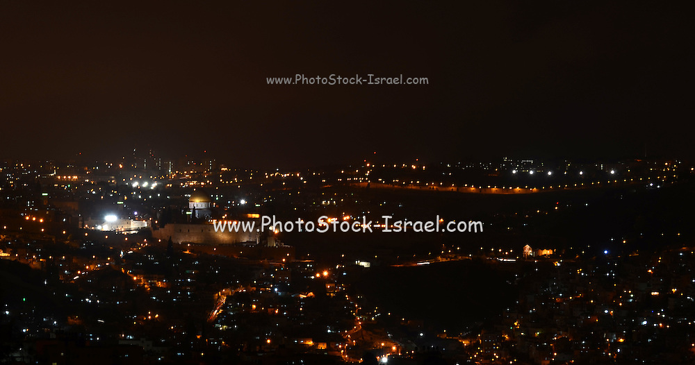 Israel, Jerusalem, dome of the rock and temple mount in the old city at night