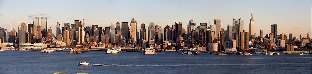 New York. Manhattan  skyline Midtown, times square buildings,  New York - United states  /  le skyline de Manhattan Midtown ,  la ligne des gratte ciel de time square,  New York - Etats-unis