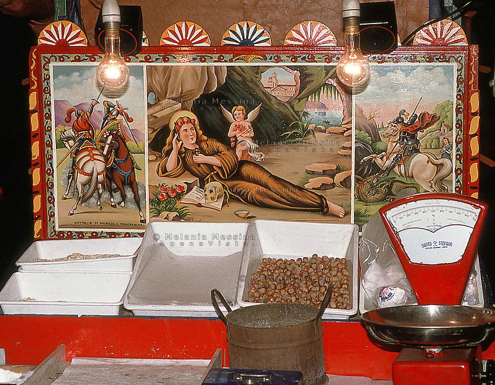 decorazione con Santa rosalia del venditore di caldarroste.<br /> decoration with Saint Rosalia of the roasted chestnuts vendor