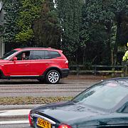 NLD/Hilversum/20110112 - Radio dj Giel Beelen aangehouden door een motoragent voor een verkeersovertreding