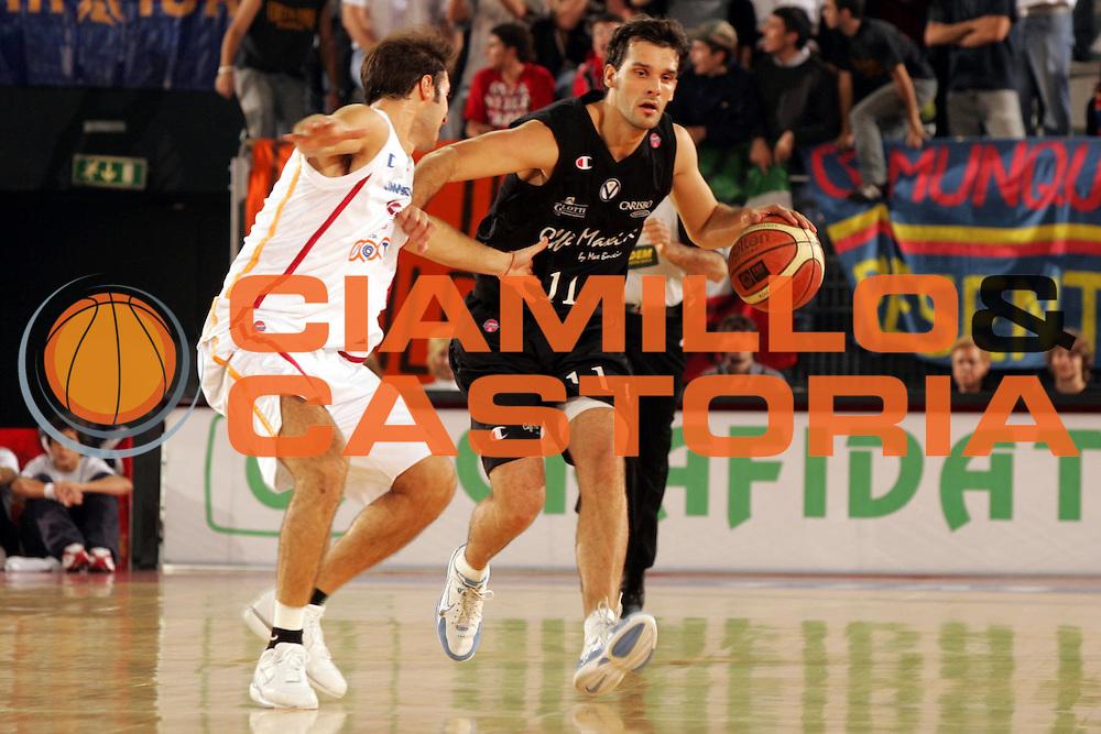DESCRIZIONE : ROMA CAMPIONATO LEGA A1 2004-2005<br />GIOCATORE : RODILLA<br />SQUADRA : VIRTUS BOLOGNA<br />EVENTO : CAMPIONATO LEGA A1 2004-2005 <br />GARA : VIRTUS ROMA-VIRTUS BOLOGNA<br />DATA : 27/10/2005<br />CATEGORIA : PALLEGGIO<br />SPORT : Pallacanestro<br />AUTORE : AGENZIA CIAMILLO &amp; CASTORIA/P.Lazzeroni