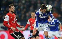 FUSSBALL   1. BUNDESLIGA   SAISON 2011/2012   20. SPIELTAG FC Schalke 04 - FSV Mainz 05                                  04.02.2012 Jan Kirchhoff (li, Mainz) gegen Klaas Jan Huntelaar (re, FC Schalke 04)