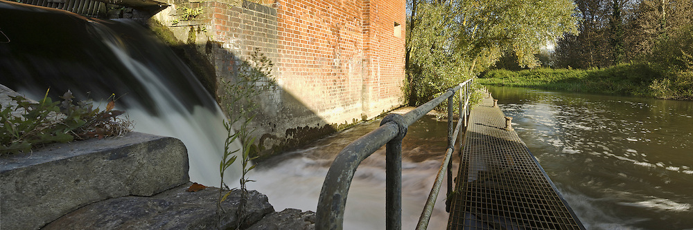 Weir at Fobney Mill on the River Kennet in Reading, Berkshire, Uk