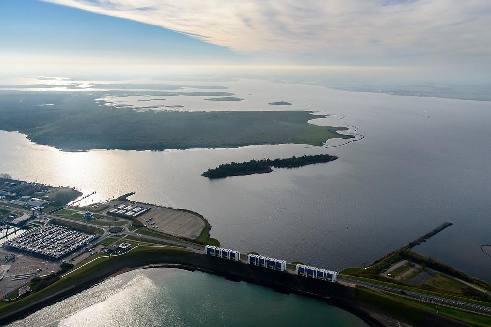 Nederland, Friesland, Groningen, Lauwersoog, 04-11-2018; Haven en Veerhaven voor veerdienst naar Schiermonnikoog. Schutsluis Robbengatsluis tussen Lauwersmeer (boven in beeld) en Waddenzee, afsluitdijk met R.J. Cleveringsluizen, de spuisluizen.<br /> Lauwersmeer and harbour on the border between Groningen and Friesland, Wadden sea and former Lauwers sea.<br /> <br /> luchtfoto (toeslag op standaard tarieven);<br /> aerial photo (additional fee required);<br /> copyright © foto/photo Siebe Swart