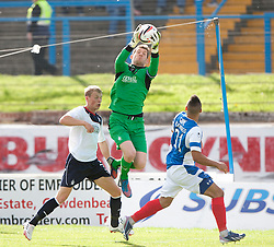 Falkirk's keeper Michael McGovern over Cowdenbeath's Kane Hemmings.<br /> Half time; Cowdenbeath v Falkirk, 14/9/2013.<br /> &copy;Michael Schofield.