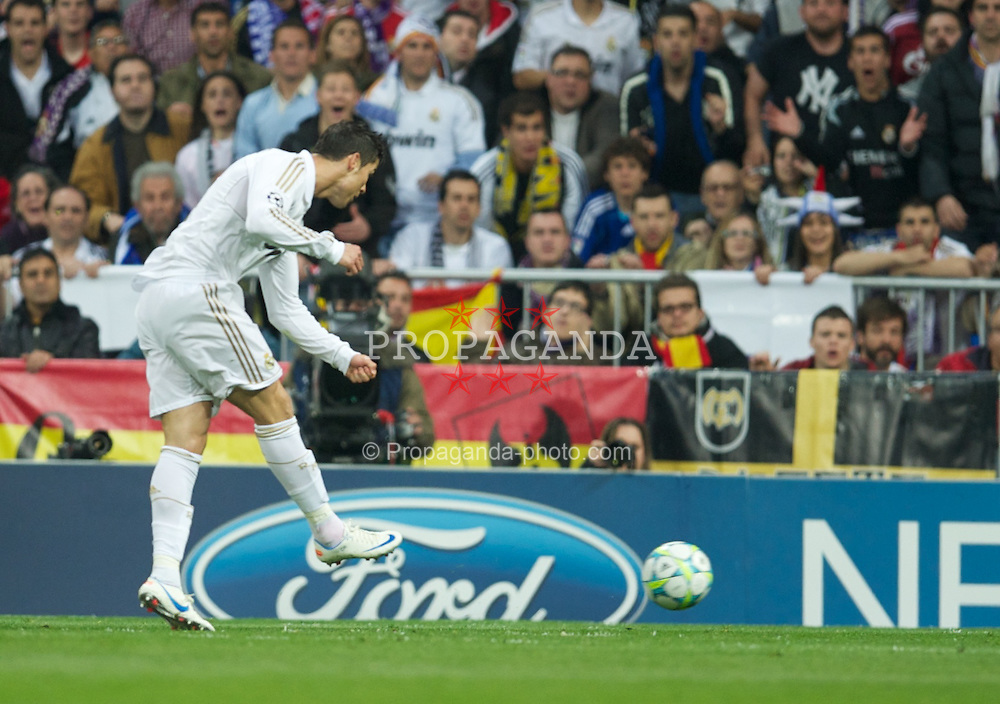 MADRID, SPAIN - Wednesday, April 25, 2012: Real Madrid's Cristiano Ronaldo scores the second goal against FC Bayern Munchen during the UEFA Champions League Semi-Final 2nd Leg match at the Estadio Santiago Bernabeu. (Pic by David Rawcliffe/Propaganda)