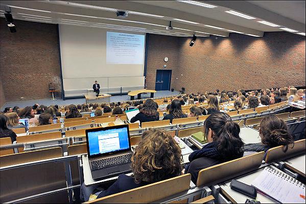 Nederland, Nijmegen, the Netherlands, 24-2-2014Studenten van de Radboud universiteit volgen college bij de faculteit Psychologie.Students psychology during college at the university of Nijmegen.FOTO: FLIP FRANSSEN/ HOLLANDSE HOOGTE