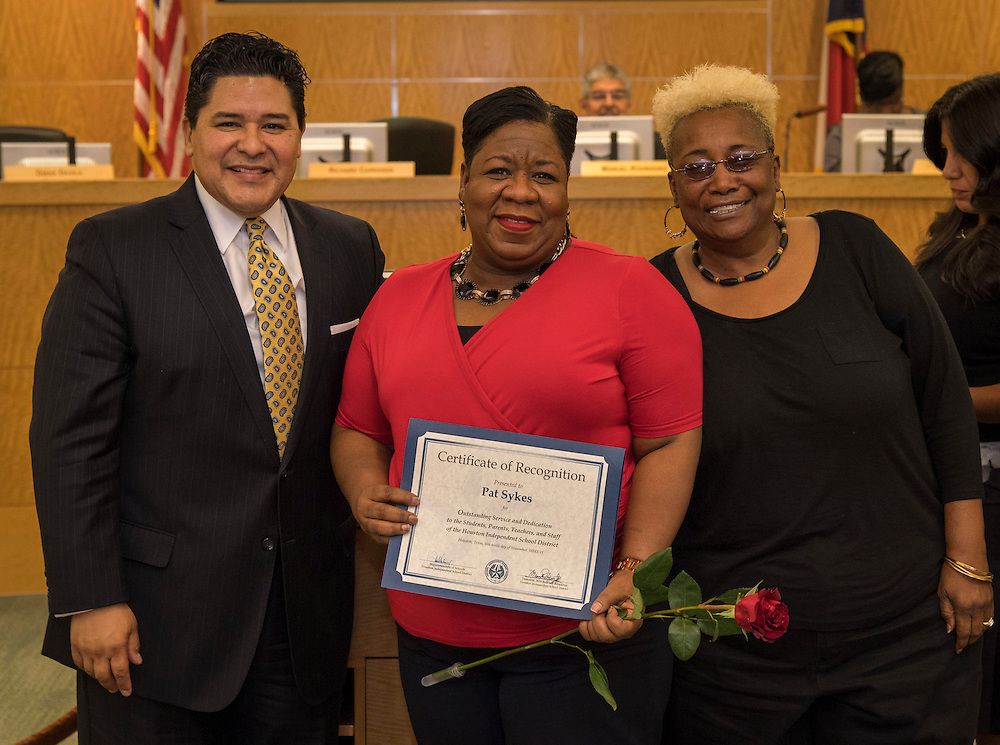 Superintendent Richard Carranza, left, and Wretha Thomas, right, recognize Pat Sykes, center, during the Houston ISD Board of Trustee meeting, November 10, 2016.