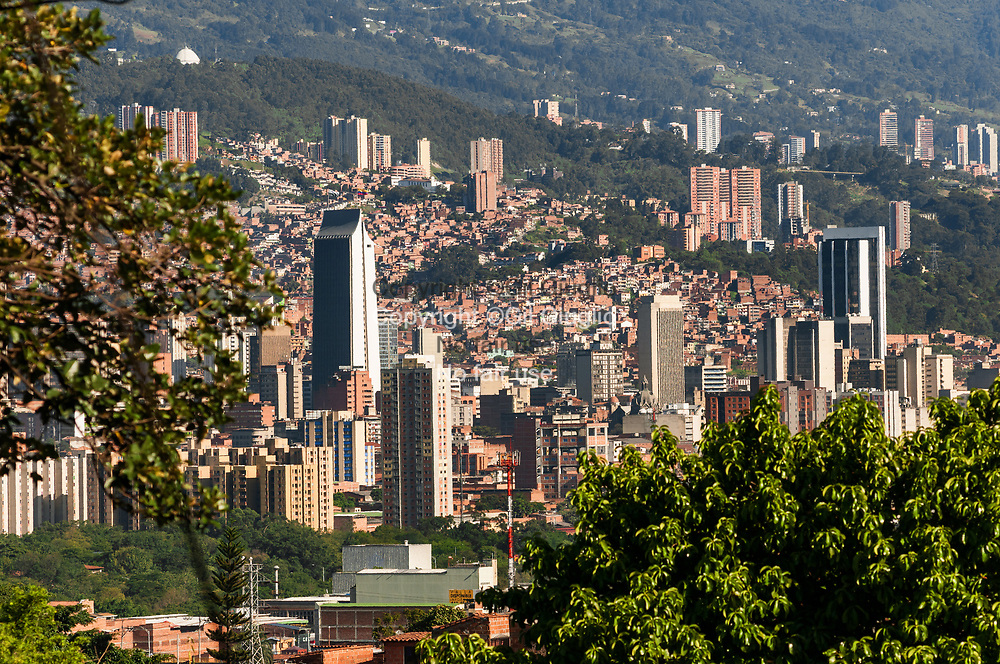 Colombie, région Antioquia, ville Medellin, centre-ville vu depuis Comuna 5 // Colombia, Antioquia region, Medellin city, downtown view from Comuna 5