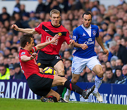LIVERPOOL, ENGLAND - Saturday, February 20, 2010: Everton's Landon Donovan in action against Manchester United during the Premiership match at Goodison Park. (Photo by: David Rawcliffe/Propaganda)
