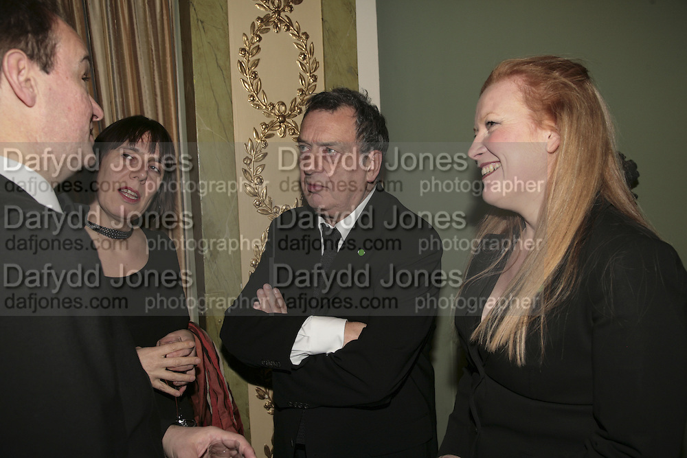 Peter Bradshaw, Rebecca O'Brien, Stephen Frears and Andrea Arnold. Cocktail party before the  27th Annual London Film Critics' Circle Awards. In aid of the NSPCC. Dorchester. 8 February 2007.  -DO NOT ARCHIVE-© Copyright Photograph by Dafydd Jones. 248 Clapham Rd. London SW9 0PZ. Tel 0207 820 0771. www.dafjones.com.