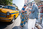 Woman paying rickshaw puller in Kolkata (India).