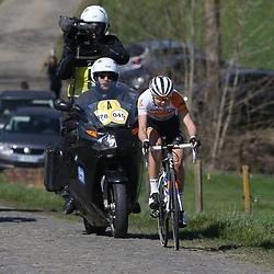 03-04-2016: Wielrennen: Ronde van Vlaanderen vrouwen: Oudenaarde  <br />OUDENAARDE (BEL) cycling  <br />The sixth race in the UCI Womensworldtour is the ronde van Vlaanderen. A race over the famous Flemish climbs.<br />Thalita de Jong in an attack