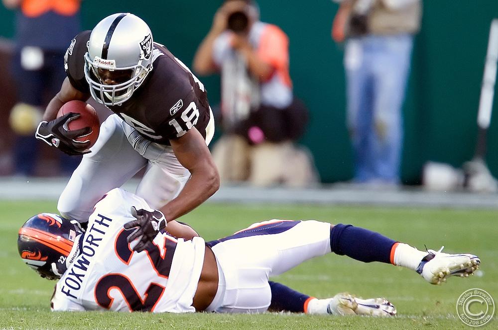 Oakland, CA. 11-13-05.Oakland Raiders vs. the Denver Broncos in Oakland-Alimeda Colliseum. The Broncos won 31-17