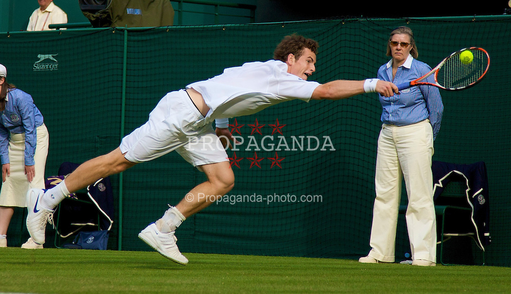 LONDON, ENGLAND - Tuesday, June 24, 2008: Andy Murray (GBR) during his first round match on day two of the Wimbledon Lawn Tennis Championships at the All England Lawn Tennis and Croquet Club. (Photo by David Rawcliffe/Propaganda)