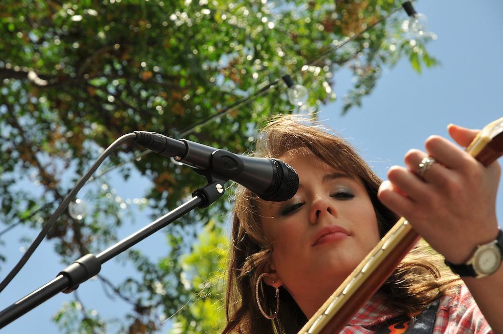 Tiffany Jo Allen concert at 2010 Tucson Folk Festival. Event photography by Martha Retallick.