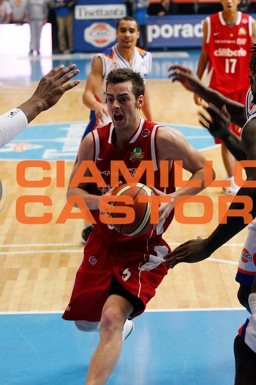 DESCRIZIONE : Cantu Lega A1 2007-08 Tisettanta Cantu Cimberio Varese<br /> GIOCATORE : Aleksandar Capin <br /> SQUADRA : Cimberio Varese<br /> EVENTO : Campionato Lega A1 2007-2008<br /> GARA : Tisettanta Cantu Cimberio Varese<br /> DATA : 02/12/2007<br /> CATEGORIA : Penetrazione<br /> SPORT : Pallacanestro<br /> AUTORE : Agenzia Ciamillo-Castoria/G.Cottini
