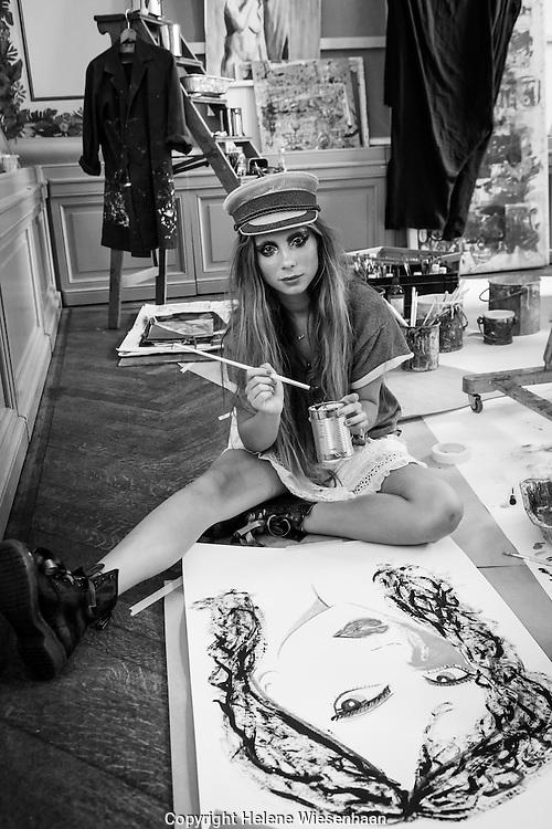 donderdag 3 september toonde Danie Bles haar ByDanie Spring Summer '16 collectie. De show vond plaats op Landgoed Waterland, wat voor de gelegenheid was omgetoverd tot Maison ByDanie x Maybelline New York. Een locatie die past bij de inspiratiebronnen van haar collectie: Jane Birkin en dochter Lou Doillon. De modellen waren omgetoverd tot NYC It-girls die op rondreis zijn door Europa en in verschillende kamers van het huis te zien waren. In elke kamer werd op een andere manier een thema van de collectie getoond.