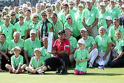 28.06.2015, Golfclub München Eichenried, Muenchen, GER, BMW International Golf Open, Tag 4, im Bild Pablo Larrazabal (ESP) mit dem Pokal in der Hand und den Golfhelfern // during te finals of BMW International Golf Open at the Golfclub München Eichenried in Muenchen, Germany on 2015/06/28. EXPA Pictures © 2015, PhotoCredit: EXPA/ Eibner-Pressefoto/ Kolbert<br /> <br /> *****ATTENTION - OUT of GER*****