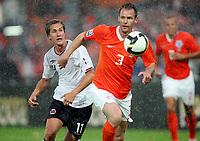Fotball , 10. juli 2009 , VM-kvalifisering<br /> Nederland - Norge 2-0<br />  Andre Ooijer , Nederland og Morten Gamst Pedersen , Norge<br /> Netherlands - Norway<br /> WC-Qual.