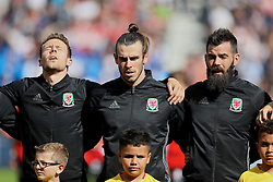 PARIS, FRANCE - Saturday, June 25, 2016: Wales' Chris Gunter, Gareth Bale and Joe Ledley sing the national anthem before the Round of 16 UEFA Euro 2016 Championship match against Northern Ireland at the Parc des Princes. (Pic by David Rawcliffe/Propaganda)