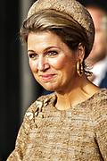 Koningin Maxima is aanwezig bij de opening Lustrum Beursvloer van Stichting De Waaier<br /> <br /> Op de foto: vertrek van Koningin Maxima