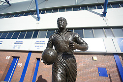 LIVERPOOL, ENGLAND - Sunday, February 16, 2014: A statue of Everton legend Dixie Dean outside Goodison Park, pictured before the FA Cup 5th Round match against Swansea City at Goodison Park. (Pic by David Rawcliffe/Propaganda)