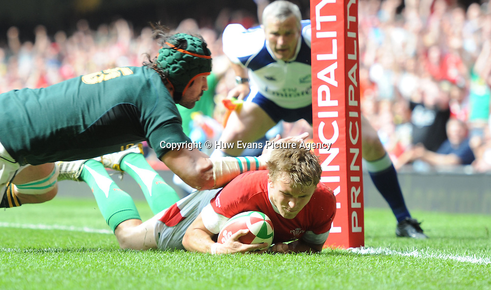 05.06.10 - Wales v South Africa - Principality Building Society Summer Test -<br /> Tom Prydie of Wales scores try.<br /> &copy;Huw Evans Picture Agency