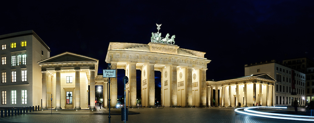 High resolution panorama of the Brandenburg Gate at night from Pariser Platz.