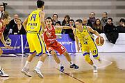 DESCRIZIONE : Ancona Lega A 2011-12 Fabi Shoes Montegranaro Cimberio Varese<br /> GIOCATORE : Fabio Di Bella<br /> CATEGORIA : palleggio penetrazione<br /> SQUADRA : Fabi Shoes Montegranaro<br /> EVENTO : Campionato Lega A 2011-2012<br /> GARA : Fabi Shoes Montegranaro Cimberio Varese<br /> DATA : 29/01/2012<br /> SPORT : Pallacanestro<br /> AUTORE : Agenzia Ciamillo-Castoria/C.De Massis<br /> Galleria : Lega Basket A 2011-2012<br /> Fotonotizia : Ancona Lega A 2011-12 Fabi Shoes Montegranaro Cimberio Varese<br /> Predefinita :