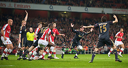 LONDON, ENGLAND - Wednesday, October 28, 2009: Liverpool's Alberto Aquilani and Dirk Kuyt appeals for a penalty after an Arsenal player handled the ball during the League Cup 4th Round match at Emirates Stadium. (Photo by David Rawcliffe/Propaganda)