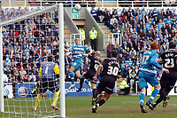 Photo: Kevin Poolman.<br />Reading v Derby County. Coca Cola Championship. 01/04/2006. Kevin Doyle gets in at the back post.
