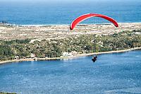 Vôo livre sobre a Lagoa da Conceição. Florianópolis, Santa Catarina, Brasil. / Paragliding over Conceicao Lagoon. Florianopolis, Santa Catarina, Brazil.