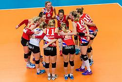 19-02-2017 NED: Bekerfinale Sliedrecht Sport - VC Sneek, Zwolle<br /> In een uitverkochte Lanstede Topsporthal wordt de eerste bekerfinale gespeeld / VC Sneek met Quinta Steenbergen #14 of Sneek en Monique Wismeijer #7
