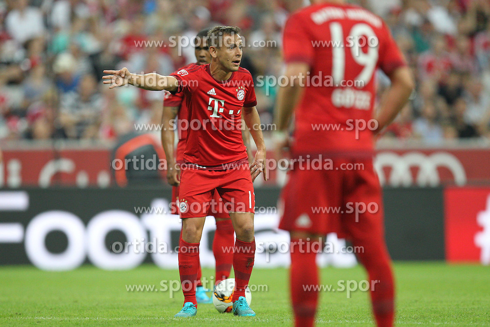 04.08.2015, Allianz Arena, Muenchen, GER, AUDI CUP, FC Bayern Muenchen vs AC Mailand, im Bild Rafinha #13 (FC Bayern Muenchen) meckert zum Schiedsrichter // during the 2015 AUDI Cup Match between FC Bayern Muenchen and AC Mailand at the Allianz Arena in Muenchen, Germany on 2015/08/04. EXPA Pictures &copy; 2015, PhotoCredit: EXPA/ Eibner-Pressefoto/ Kolbert<br /> <br /> *****ATTENTION - OUT of GER*****