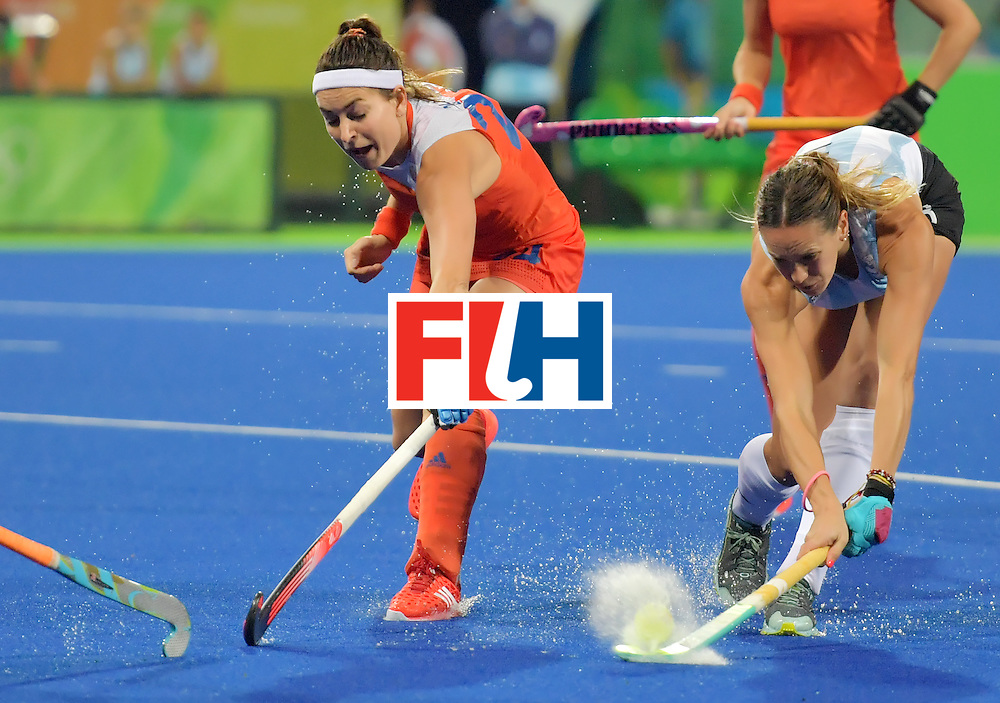 Argentina's Victoria Zuloaga (R) vies with Netherland's Eva de Goede during the women's quarterfinal field hockey Netherland vs Argentina match of the Rio 2016 Olympics Games at the Olympic Hockey Centre in Rio de Janeiro on August 15, 2016.  / AFP / Carl DE SOUZA        (Photo credit should read CARL DE SOUZA/AFP/Getty Images)
