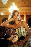 MAHANI TEAVE, PIANISTA PASCUENSE EN EL SALON ARRAU DEL TEATRO MUNICIPAL DE SANTIAGO. SANTIAGO, CHILE. 11-08-2006. (ALVARO DE LA FUENTE/triple.cl)
