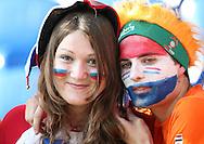 21-06-2008: Voetbal: Nederland-Rusland: Basel <br /> Deze oranje supporter had zijn Russische supporter al snel gevonden in Basel<br /> Foto: Geert van Erven