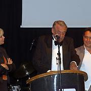 Uitreiking Bert Haantra Oeuvreprijs 2004, jury, Monique van der Ven, Hans van Mierlo en