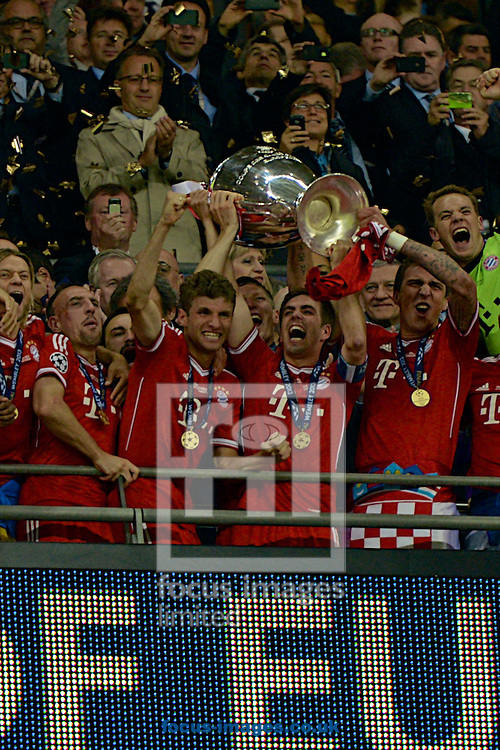 Picture by Ian Wadkins/Focus Images Ltd +44 7877 568959.25/05/2013.Bayern Munich players celebrate after winning the UEFA Champions League match at Wembley Stadium, London..