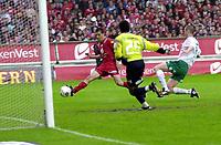 Fotball, Tippeligaen, 03 Juli 2005, Brann - Ham-Kam, 2-0, Paul Scharner, Brann, ordner her andre målet til Brann.  Foto: Kjetil Espetvedt, Digitalsport.