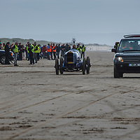 Sunbeam Blue Bird (1925), Range Rover Vogue at Pendine Sands, 21 July 2015, for the commemoration of the 90th anniversary of Sir Malcolm Campbells new world landspeed record where he achieved 150miles/hr in his 350hp Sunbeam Blue Bird