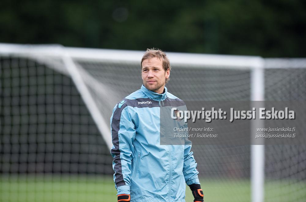 Jussi Jääskeläinen harjoituksissa. West Ham. Lontoo 1.4.2013. Photo: Jussi Eskola