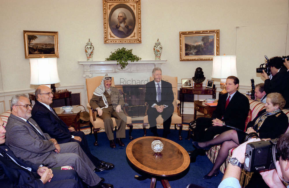 U.S President Bill Clinton meets with Palestinian Authority President Yasser Arafat in the Oval Office of the White House November 30, 1998 in Washington, DC. Arafat is in Washington for a conference on aid to help the Palestinian's establish an independent entity.