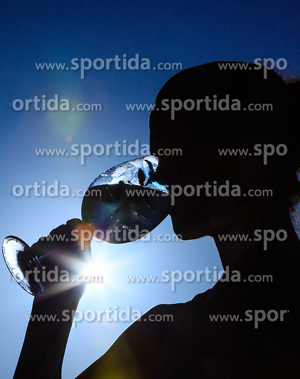 THEMENBILD - die Silhouette einer Frau die ein Getränk zu sich nimmt, aufgenommen am 04. Juli 2015, Viehhofen, Österreich// the silhouette of a woman who takes a drink against the sunlight, Viehhofen, Austria on 2015/07/04. EXPA Pictures © 2015, PhotoCredit: EXPA/ JFK