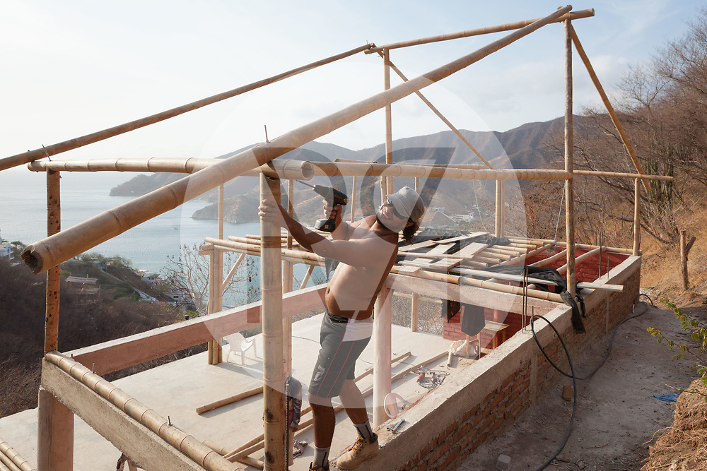 KOLUMBIEN - TAGANGA - Bauarbeiter auf der Baustelle von Hostel Casa Horizonte - 21. März 2014 © Raphael Hünerfauth - http://huenerfauth.ch