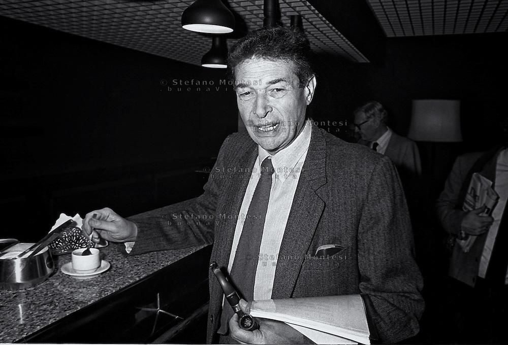 Roma 1986.Luciano Lama, Segretario Generale della CGIL, prende un caffè al bar della Stampa Estera in via della Mercede..