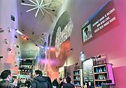 Nederland, Amsterdam, 18-4-2017De hal van het poppodium Afas Live, de voormalige Heineken Music Hall  waar zojuist Bob Dylan heeft opgetreden. Het publiek staat nog even na te genieten.Foto: Flip Franssen